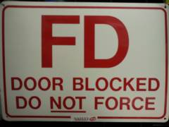 FD DOOR BLOCKED DO NOT FORCE